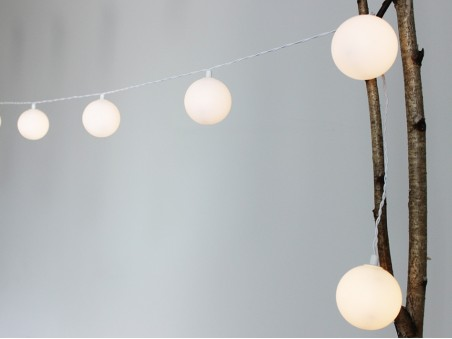 12 boules blanches Inparty! elume Guirlande pour intérieur nomade